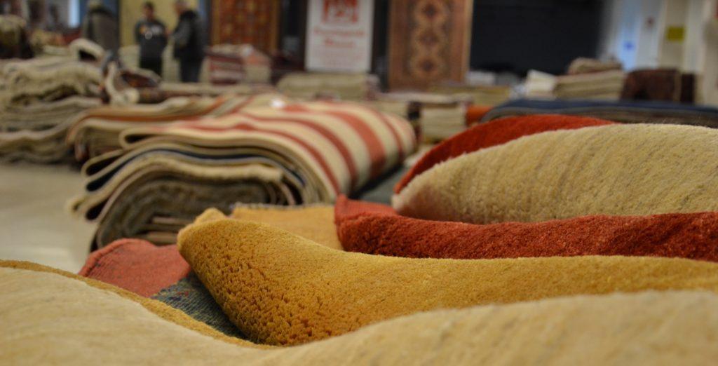 Bei Orienntteppich Maessen können Sie am im Lagerverkauf in Düsseldorf über 10.000 Teppiche kaufen.